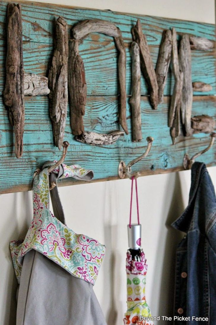 Drifting HOME--How to make a driftwood HOME coat hook http://bec4-beyondthepicketfence.blogspot.com/2014/09/drifting-home.html