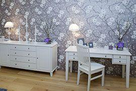 Makuuhuonetta täydensi Beach Housen ylelliset vuodevaatteet ja Blossomin ja Decoration De Famillen ihanat sisustusesineet.