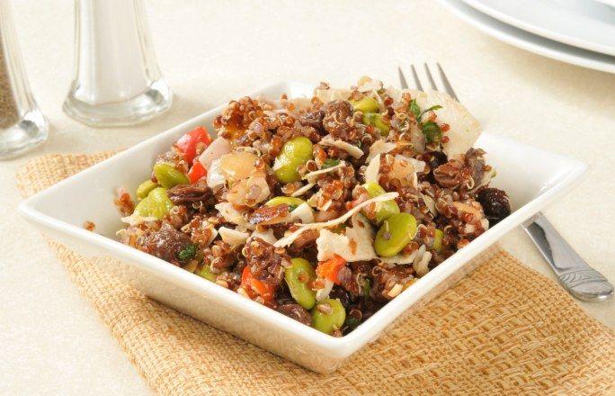 Quinoa - przepisy z komosą ryżową: 3 PYSZNE PROPOZYCJE - Komosa ryżowa - inaczej quinoa - to roślina bardzo bogata w białko i witaminy. Określana jako pseudozboże, nie zawiera glutenu! Dlatego też przepisy z nią w roli głównej...