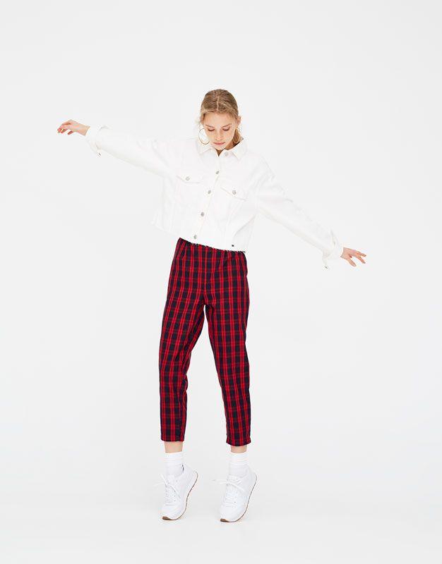 Παντελόνι jogger με κόκκινα καρό - Παντελόνια - Ενδύματα - Γυναικεία - PULL&BEAR Ελλάδα