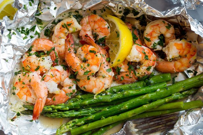 With Garlic Lemon Butter Sauce Ingredients 1 1/2 lbs large (21/25) shrimp peeled and de-veined 3 Tbsp dry white wine or chicken broth 4 tsp minced garlic 2 tsp lemon zest Salt and freshly ground black pepper 6 Tbsp butter diced into small cubes 1 1/2 Tbsp fresh lemon juice 2 Tbsp chopped fresh parsley