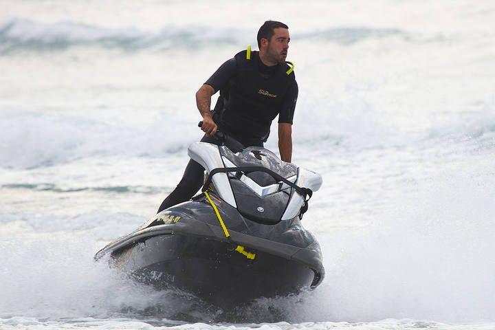 """Sesión de surf """"Tow Out"""" en la playa de Vega (Ribadesella)"""