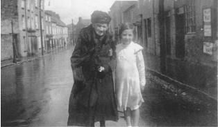 The Webmaster's Mother with her Granny in 1924. Granny was born in 1845 and passed on her baking skills on down the generations. Copyright ED O'Dwyer 2003
