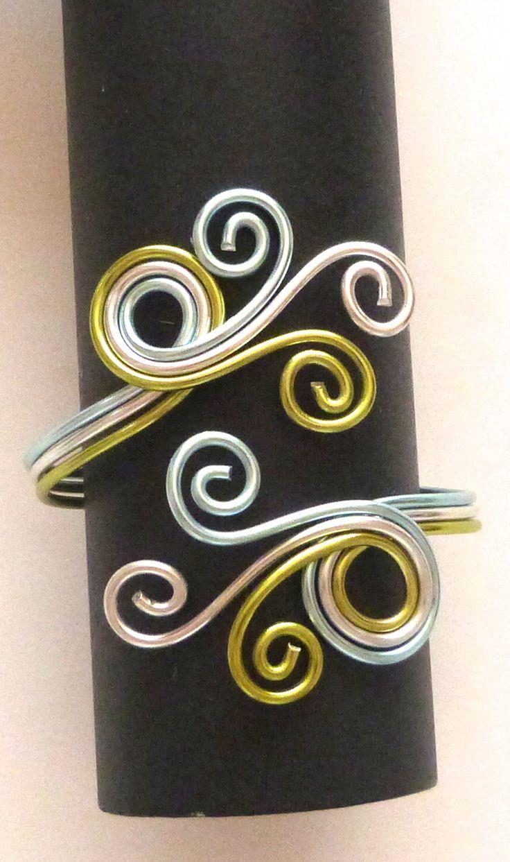bracelet en fil aluminium bleu ciel vert pomme argent