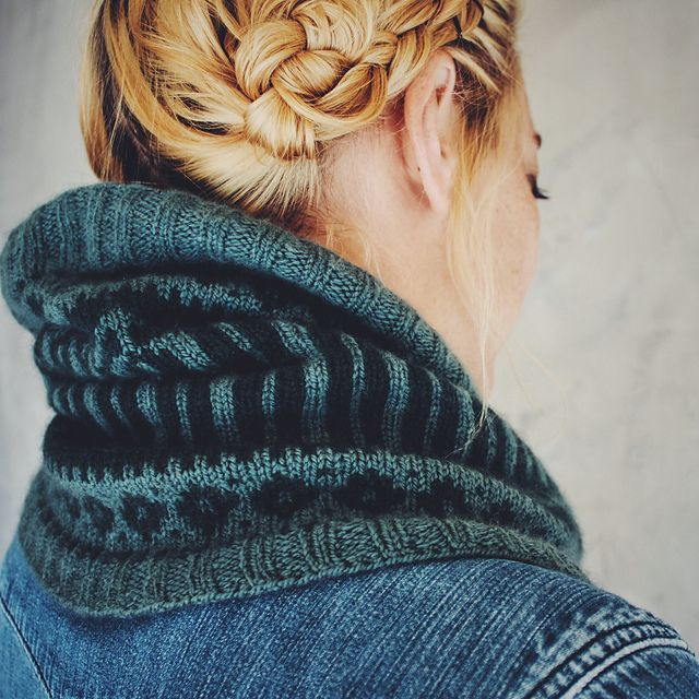: Glacier Park Cowl pattern by Caitlin Hunter