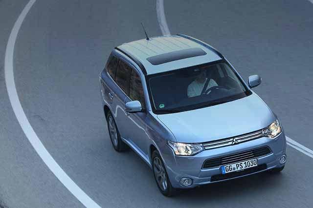 #Mitsubishi #Chile #OutlanderPHEV #PlugInHybrid #SUV #SaleDelCamino // Mitsubishi Outlander PHEV, ibrida e integrale, primo test  http://www.auto.it/2014/02/05/mitsubishi-outlander-phev-ibrida-integrale-ed-elettrica-per-52-km-primo-test/18621/