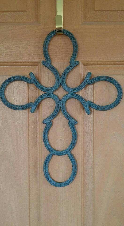 Patina horseshoe cross instead of a door wreath  #horse #horseshoe #art #horseshoeart  http://www.islandcowgirl.com/