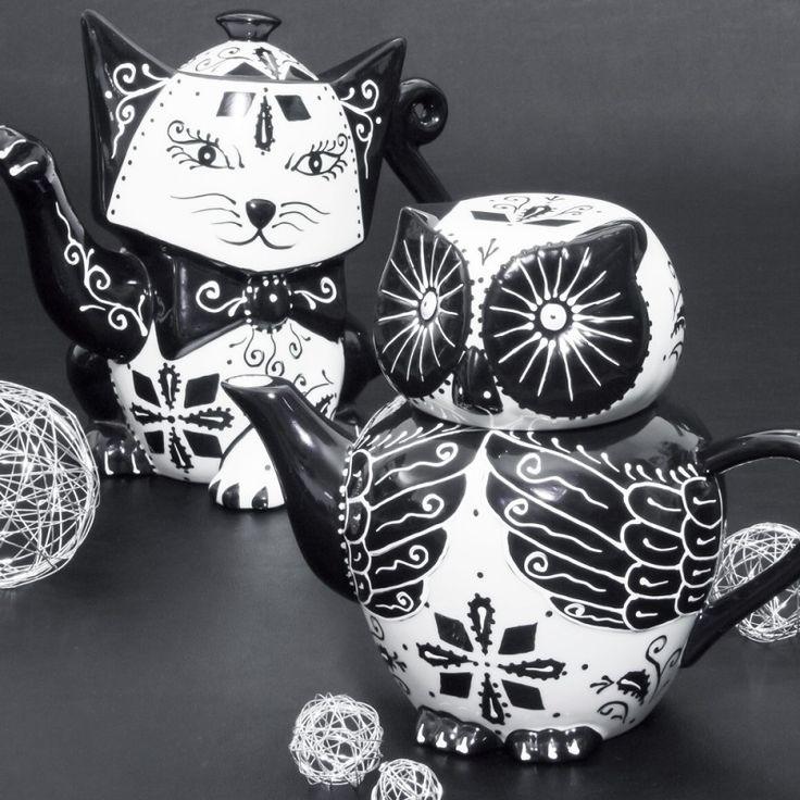 Originale et tellement mignonne cette théière en forme de chouette !  En porcelaine, noir & blanc, peint à la main.  Contenance 1 litre.  Dimensions 21,50 X 12 X 17,50 cm