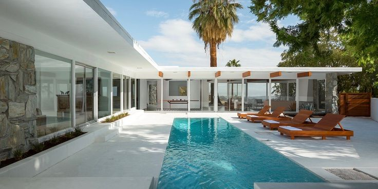 The Smith Residence is a shining example of architect Donald Wexler's desert modernism. Situated in Palm Springs, California, Unites States, and completed in 1964, it is one of a number of homes that Wexler built in the area, where he worked almost exclusively. The architect had to tailor his Palm Springs' houses for the harsh …