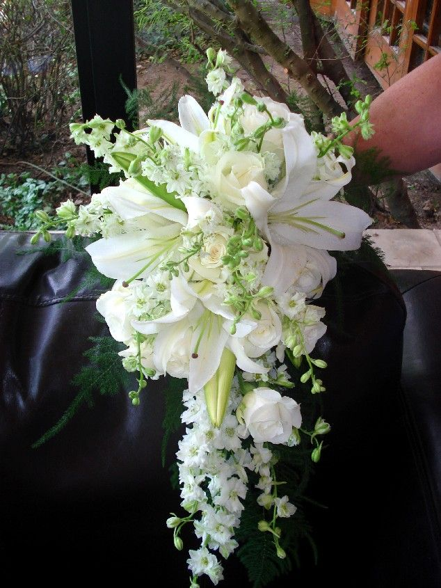 Brides bouquet, so elegant! elitebridalregistry.launchrock.co