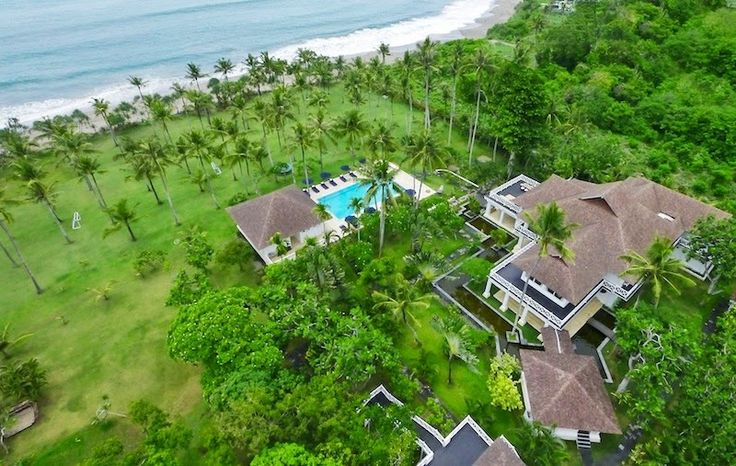 A perfect blend of beauty and comfort, it is magnificently built on a 4 acre property. #bali http://www.thebaliluxuryvillas.com/villa/villa-gajah-putih-bali/