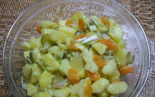 Retete Culinare - Salata de cartofi cu morcov