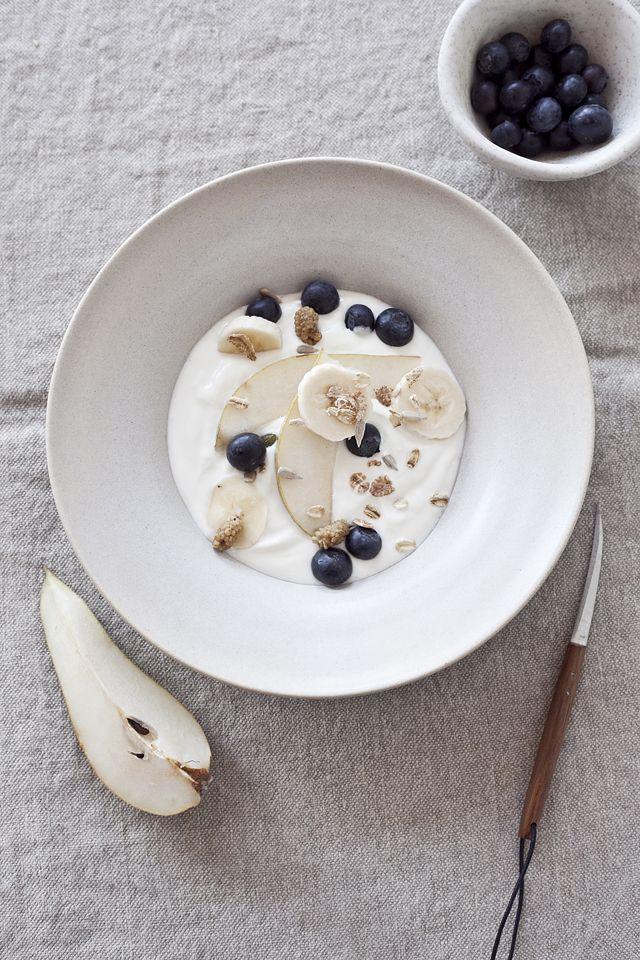 breakfast bowl // yoghurt, pear, banana, blueberries, granola