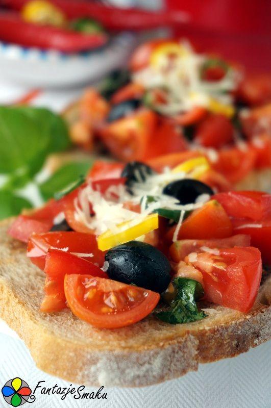 Bruschetta z chili, czarnymi oliwkami i parmezanem http://fantazjesmaku.weebly.com/bruschetta-z-chili-czarnymi-oliwkami-i-parmezanem.html