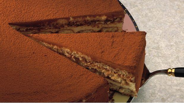 Oblíbený italský dezert můžete jednoduše proměnit ve slavnostní dort pro výjimečnou př...
