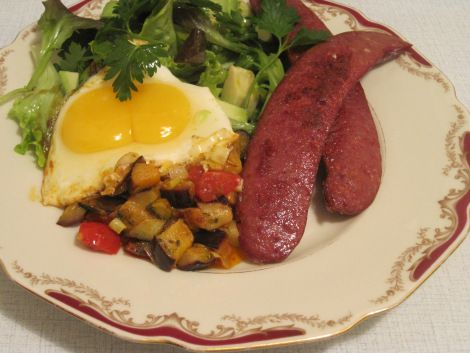 Lammkorv, auberginepytt och ägg