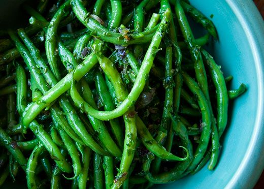 green bean recipe with onion, butter, parsley, thyme, tarragon, basil, chives, and lemon: