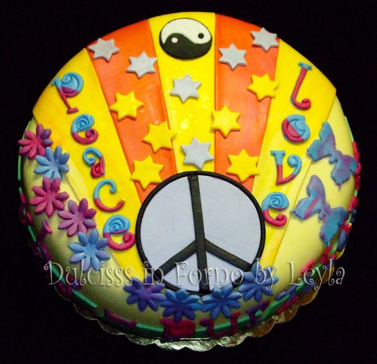 Torta Hippie, decorata in pasta di zucchero