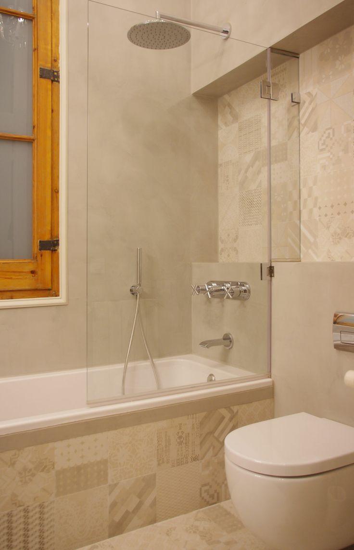 Bathroom in a flat designed by FFWD architects at Barcelona.  Mutina Azulej Bianco tiles by Patricia Urquiola.