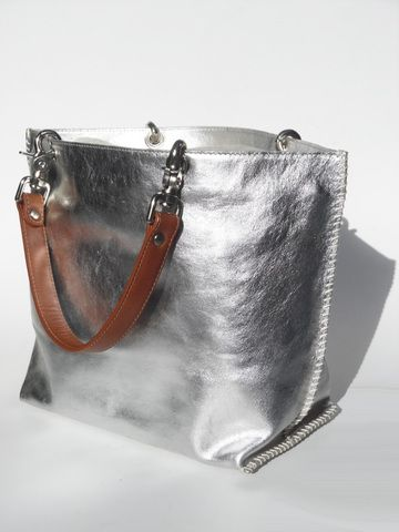 HANDLES SOLD SEPARATELY, please enter as separate ítem. What can we say about our best seller? It all began here... Inspired by a bag our divine Imperial French godmother had and that we coveted, we made one for ourselves and the Santro Collection was born. This Model has no lining and no snap closure, but it contains a very chic matching zippered pouch inside that is attached by a matching chain. This bag is such an Imperial Classic, that all of the other bags were built around it... Need a…