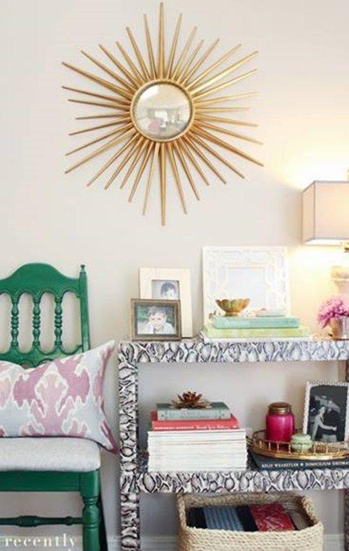 detalle de decoracion espejo sol vintage