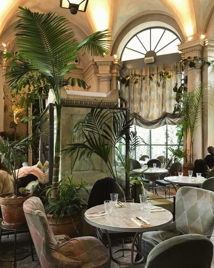"96 gilla-markeringar, 1 kommentarer - Ella Rose Phillips (@ellarosephillips) på Instagram: ""The very best of Sicilian cuisine, right in the heart of Milano 🍝 The cannoli here are ridiculously…"""