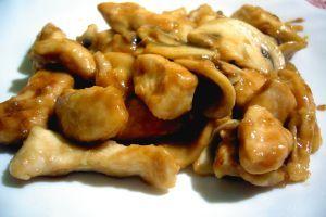 ** Pollo con funghi e salsa di soia