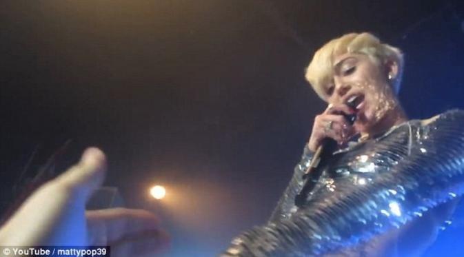 Di video ini Miley Cyrus membiarkan penggemar meraba-raba daerah intimnya, tampak Miley Cyrus sedang manggung di sebuah klub malam bernama G.A.Y. Miley, yang mengenakan leotard perak, terlihat maju sampai ke pinggir depan panggung.  Miley yang saat itu sedang bergaya rambut bondol pirang, membiarkan para penggemarnya ini meraba-raba tubuhnya. Beberapa tangan penggemar bahkan terlihat menyentuh daerah intim Miley Cyrus, seperti selangkangan dan payudara.