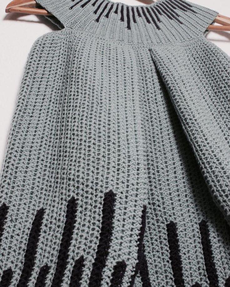 FÆRDIG!! Næsten.... mangler lige at hæfte ender. Nu skal der lige rettes lidt i opskriften inden den sendes afsted til mine skønne testhæklere 👏🏼  //DONE !! Almost .... just needs to staple ends. 👏🏼  #bypapara #mitdesign #hækle #hæklerier #crochet #hekle #virka #crochetersofinstagram #børnetøj #diy #garn #yarn #yarnlove #hæklerier #hæklet #virkat #virkning #crochetfashion #håndarbejde #crocheting #hekling #haken
