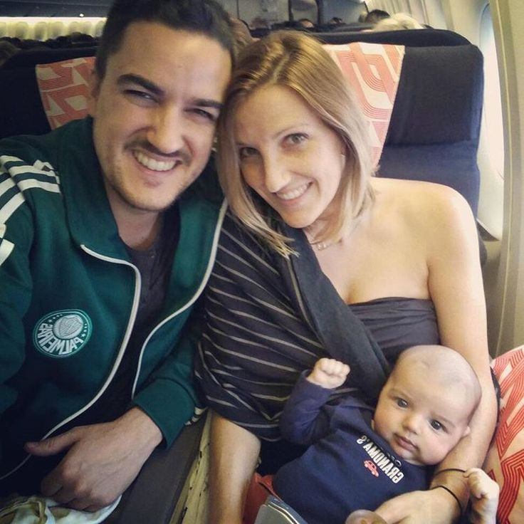 Tips for traveling internationally with a newborn/infant/baby :http://www.bravasinthesun.com/tips-for-traveling-internationally-with-a-newborninfantbaby/