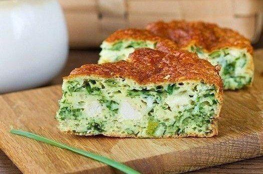 Безумно вкусный и нежный пирог с зеленым луком, курицей и сырной корочкой. | Школа шеф-повара