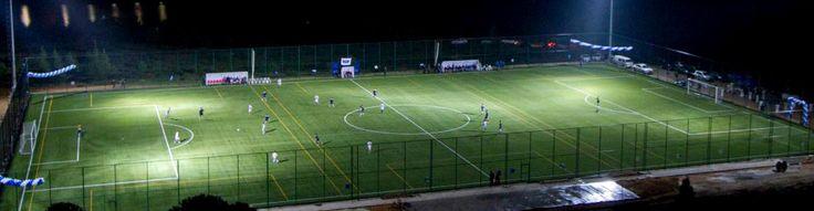 Sabancı Üniversitesi kampüsünde Amfi Tiyatro'nun yanında yer alan futbol sahası, 102 x 64 m. ölçülerinde, FIFA standartlarında A kalite suni çim zemine sahiptir.  Futbol sahası, üniversite futbol takımı antrenmanları, resmi müsabakalar ve üniversite içi ve dışı turnuvalarda kullanılmaktadır.