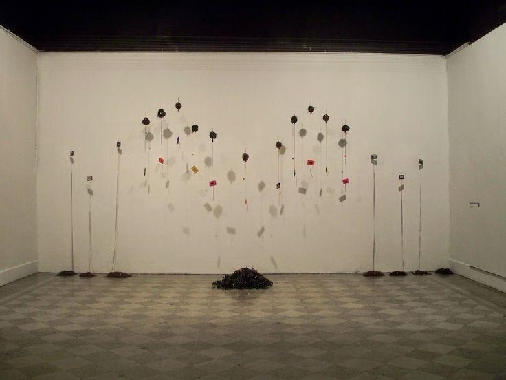 """Eliseo Solís Mora. Cinta/Tape. 2008. Instalación/Instalation. Exposición Colectiva """"Amplitud Modulada 1980""""/Collective Exhibition """"Amplitude Modulation 1980"""". Galería/Gallery La Otra Banda"""