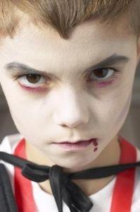 How to Put on Halloween Make-Up #kids