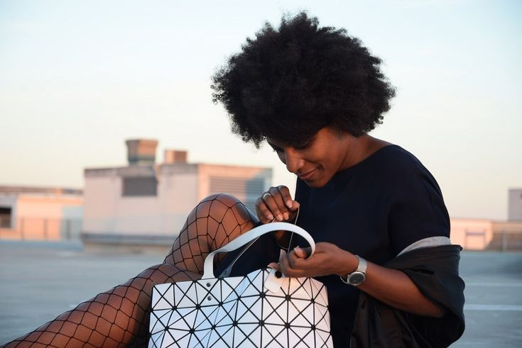 collants résille fishnet tights office outifit  corporate fashion http://deadlines-dresses.com/porter-des-collants-resille-au-bureau/