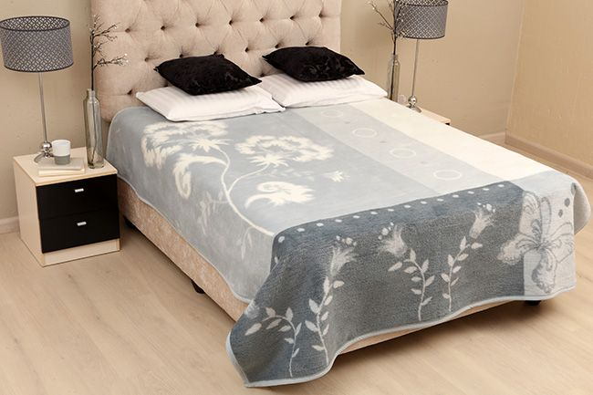 new sesli protea blanket with pretty floral design
