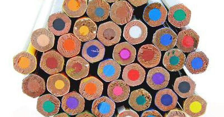 Definición de un esquema de colores complementarios dividido. Un esquema de colores complementarios dividido es uno de los muchos métodos para seleccionar grupos armoniosos de colores del círculo cromático. Los esquemas de colores se pueden categorizar como simples, contrastantes o balanceados. El esquema complementario dividido se puede considerar un esquema de color balanceado o de contraste.