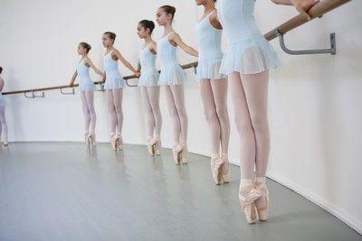 Des élèves de l'Ecole de danse de l'Opéra de Paris (© Agathe Poupeney)