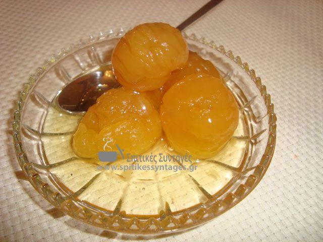 Εύκολη σπιτική συνταγή για γλυκό κουταλιού κάστανο. Στην παρακάτω συνταγή σας δίνουμε και άλλες δύο εναλλακτικές για νόστιμα γλυκά με κάστανο.
