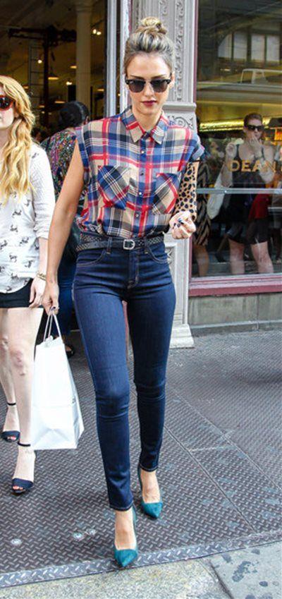ジェシカ・アルバ - チェックシャツをデニムにインしたトレンドな着こなし NYの Dean & Deluca にて   CELEB SNAP