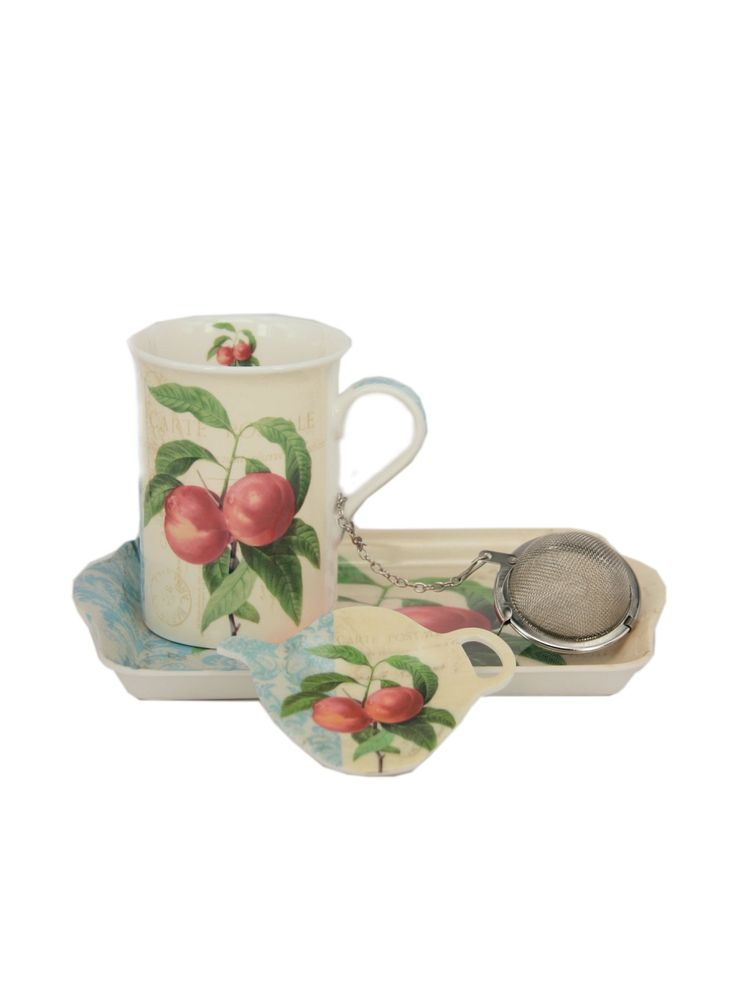 Подарочный набор состоит из кружки объемом 330 мл. (костяной фарфор), подставки для ситечка/чайного пакетика в виде чайника (пластик), подносика (пластик) и ситечка для заваривания (металл). Можно использовать в посудомоечной машине и СВЧ. Упаковка подарочная.