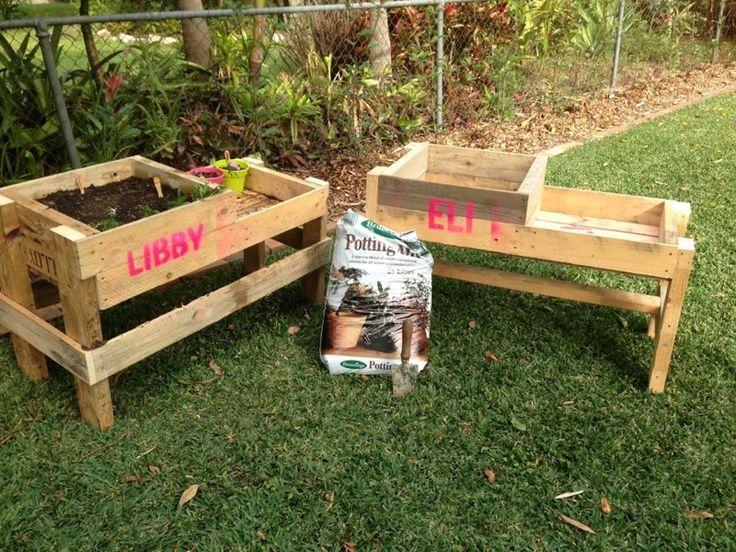 Raised garden bed. Pallet DIY Garden furniture design