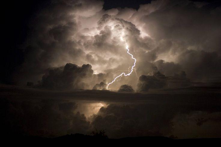 Blitze über den Wolken                                                                                                                                                      Mehr