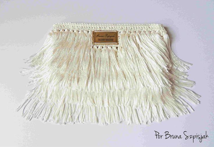 Meninas vejam o caimento dessa carteira em crochê com franjas, esse é o resultado do Fio Encanto. Receitinha fácil para você arrasar aonde ...