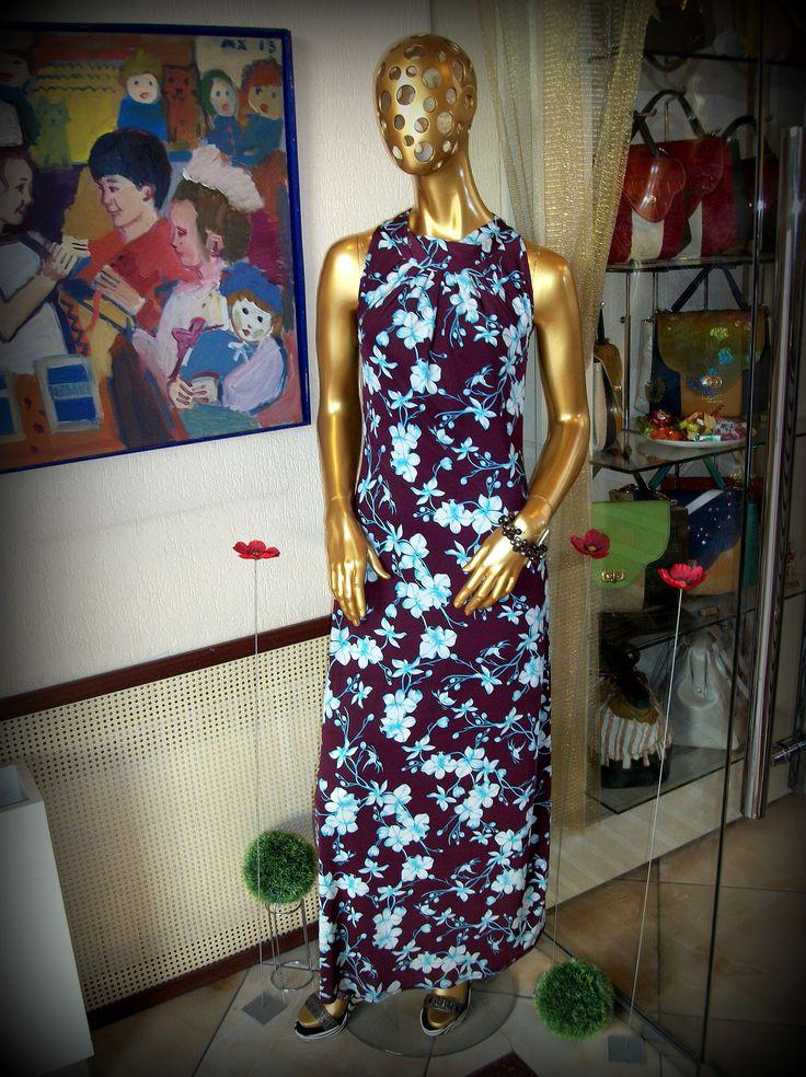 Платье от Ilya Chelushev самого актуального оттенка этого года Marsala, разбавленого женственным цветочным принтом голубого и белого цветов. Мы подобрали в комплект романтичный гранатовый браслет от Zhanna Leaf. Платье - Ilya Chelyshev - 17500 Браслет - Zhanna Leaf - 3500