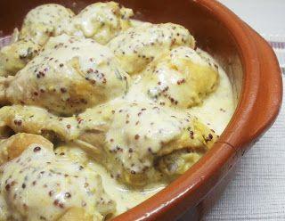 """Pollo a la mostaza y yogur  - 6 trocitos de pollo (muslos y cuartos) - 2/3 cs de mostaza antigua - 2/3 cs de queso batido 0% o yogurt en su defecto - sal Precalentar horno a 180ºC.Mientras vamos quitando la piel al pollo y salamos. Reservamos. En un bol ponemos la mostaza con el yogur y removemos hasta obtener una mezcla homogénea. """"Rebozamos"""" los trozos de pollo con la salsa. Poner al horno 30 minutos. Damos la vuelta a las piezas de pollo y dejamos 30 minutos más."""