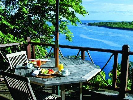 The Menjangan Resort  bintang 5    Jl Raya Gilimanuk, Singaraja Km.17 Desa Pejarakan, Pemuteran  Bali