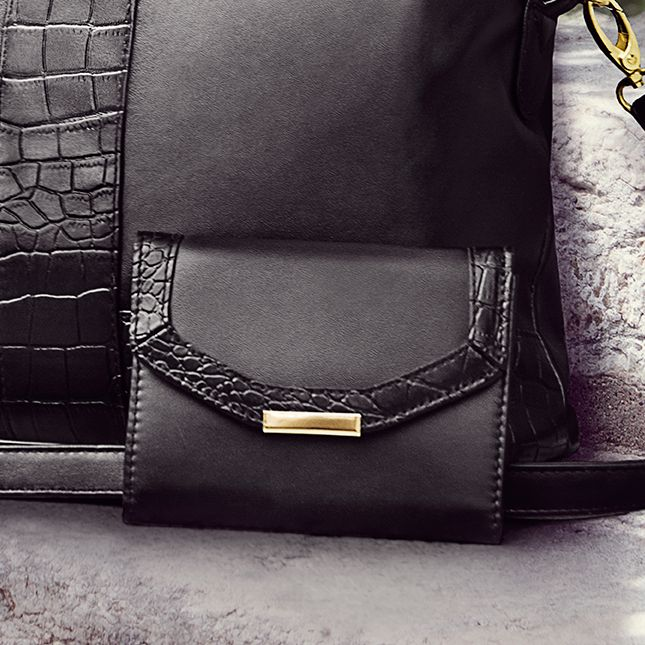 27625-Adele novčanik od imitacije kože sa detaljima u obliku krokodilske kože.Dimenzije:13 x 10 x 2cm.