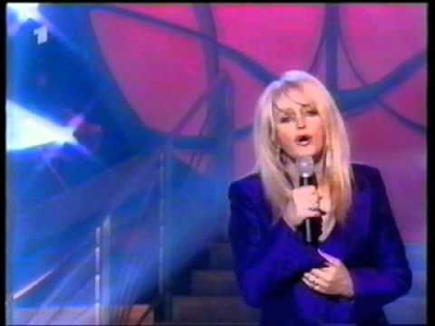 Bonnie Tyler Right Here Waiting TV performance #rightherewaiting #bonnietyler #bonnietylervideo #gaynorsullivan #gaynorhopkins #music #rock #thequeenbonnietyler #therockingqueen #rockingqueen #2000s