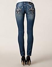 $1195 Vera Jeans - Miss Me - Denim blå - Jeans - Kläder - NELLY.COM Mode online på nätet